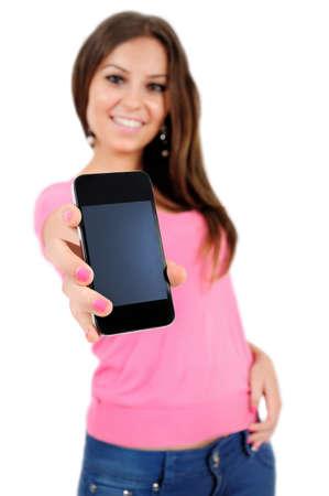 Isolé jeune femme décontractée montrant téléphone Banque d'images