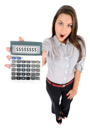 Isolé jeune femme d'affaires montrant calculatrice