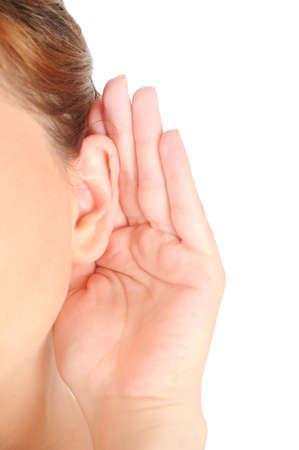 Geïsoleerd meisje luistert op een witte achtergrond Stockfoto
