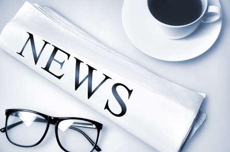 Noticias de la palabra en el periódico Foto de archivo - 21624812
