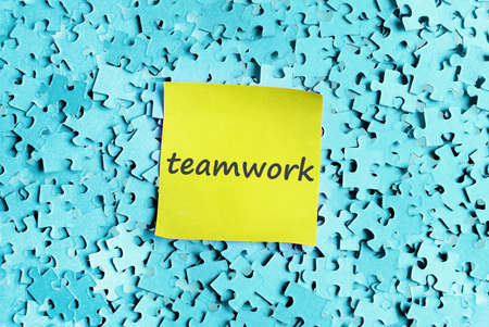 Teamwork word on puzzle background  photo