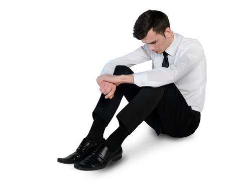 sit down: Hombre de negocios aislados triste establecen