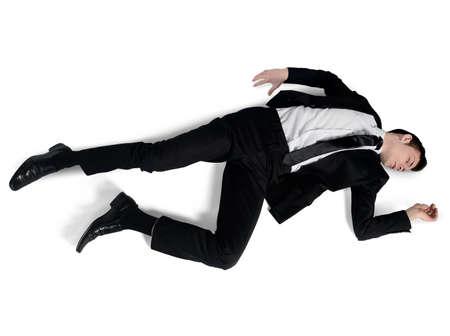 Position de sommeil de l'homme d'affaires isolées