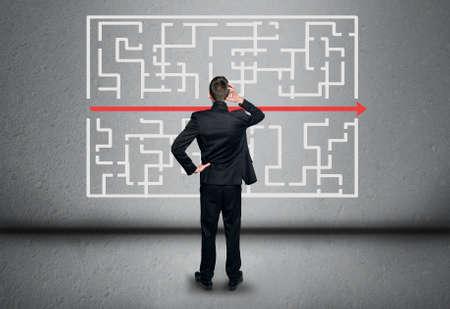 the maze: Soluci�n Laberinto y hombre de pensamiento empresarial Foto de archivo