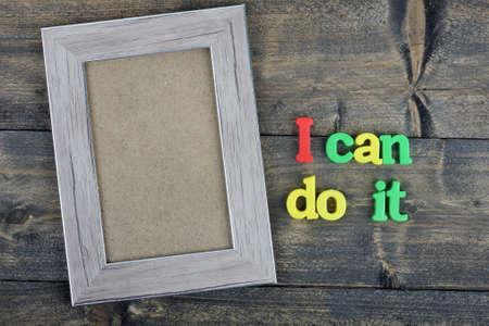 rectángulo: Puedo hacerlo palabra sobre la mesa de madera