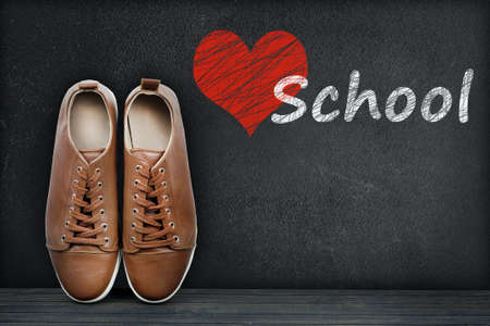zapatos escolares: Love School text on black board and shoes