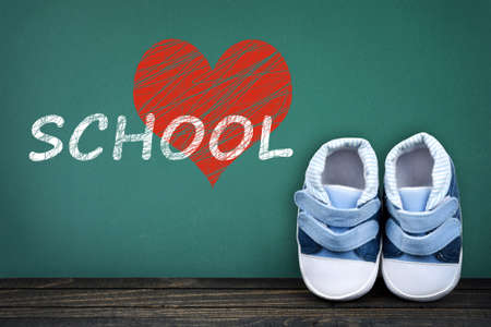 zapatos escolares: Love School text on school table and kid shoes