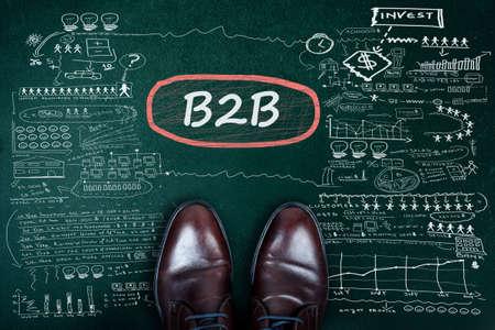 b2b: B2B de palabras y de negocios en la pizarra zapatos