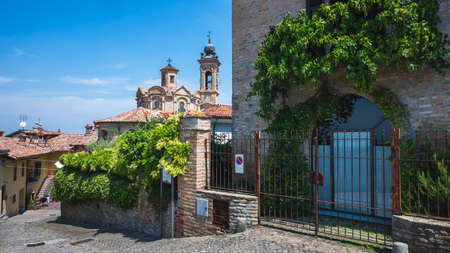 External view of the church of San Michele in Neive, Neive, Piedmont, Italy 版權商用圖片