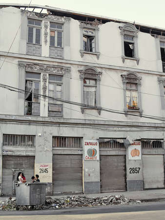 valparaiso: Effects of the Chilean earthquake of february 2010 in a facade of Valparaiso