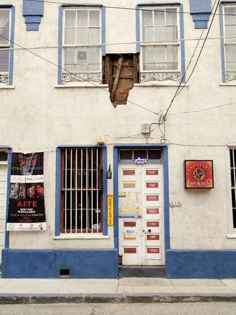 Effects of the Chilean earthquake of february 2010 in a shop of Valparaiso