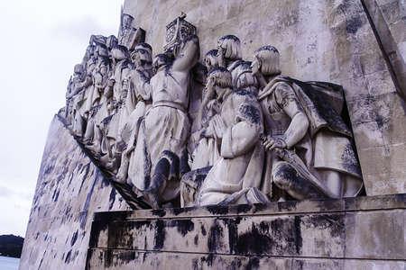 discoverer: Lisboa, noviembre de 2012. Monumento a los descubrimientos en el distrito de Belem. Homenaje a la gran edad de la exploraci�n y descubrimientos XV portugu�s - siglos XVI Cottinelli Telmo (1958-1960) Detalle