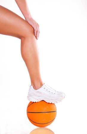 basketball girl: Mujeres desnudas con piernas y zapatillas de baloncesto