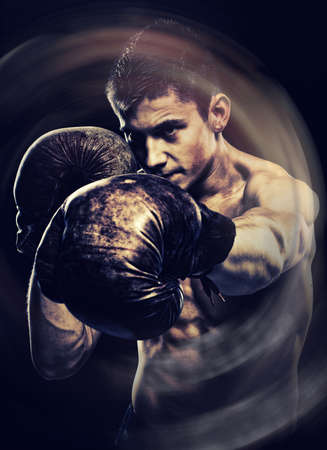 Vintage portrait d'un boxeur posant dans un studio Banque d'images - 25550807