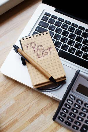 todo: Une liste portable � faire sur un ordinateur portable Banque d'images