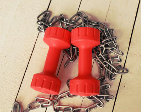 Image of a pair of dumbbells and a chain photo