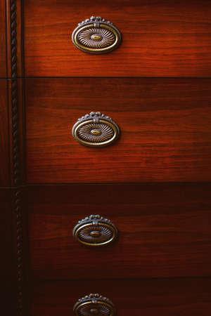 arredamento classico: Immagine di un paio di armadietti