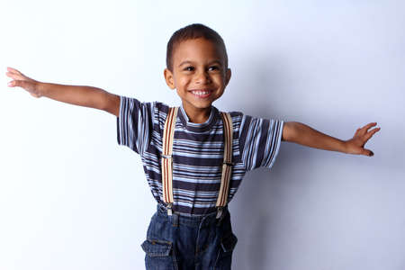 mannequin africain: Heureux enfant noir africain en studio. Banque d'images