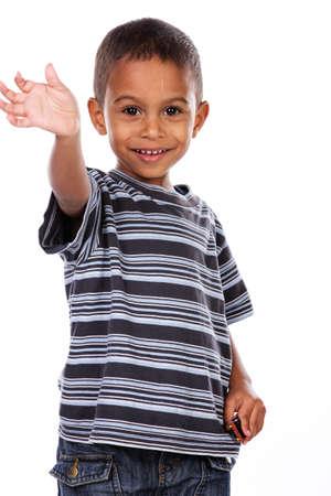 Heureux enfant noir africain en studio isolé sur blanc. Banque d'images - 39722180
