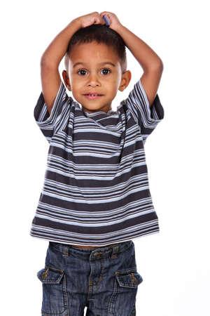 niños negros: Niño feliz africano negro en el estudio aislado en blanco.