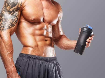 musculoso: Cuerpo de de sexo masculino musculoso, con gran físico