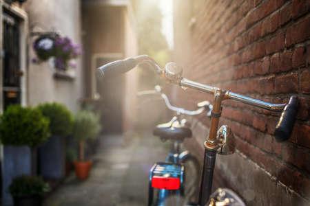 bicicleta retro: Bicicletas en la calle.