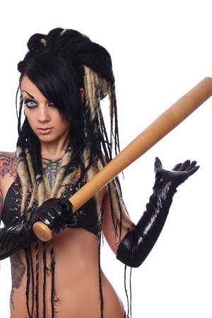 ropa interior: Sexy chica emo en ropa interior negro sostiene un bate de b�isbol. Aislado sobre fondo blanco.