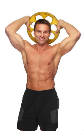 hombres maduros: Sin camisa hombre de mediana edad sonriente muscular, sostiene peso de la barra. Aislado en el fondo blanco. Foto de archivo