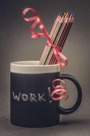 grafit: Graphite pencils in a black cup on grey background. Zdjęcie Seryjne