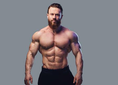 Portret van bebaarde shirtless bodybuilder. Stockfoto