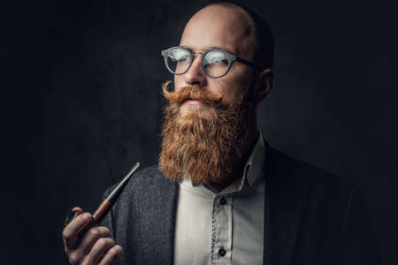 A man smoking pipe over grey background. Banque d'images