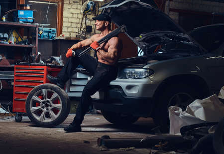 A man repairing wheel of a car. Stok Fotoğraf