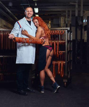 Butcher e la sua assistente nel ripostiglio.