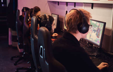 A team of professional cyber sportmans, trains for the championship, plays in a multiplayer video game on pc in a gaming club or internet cafe. Imagens