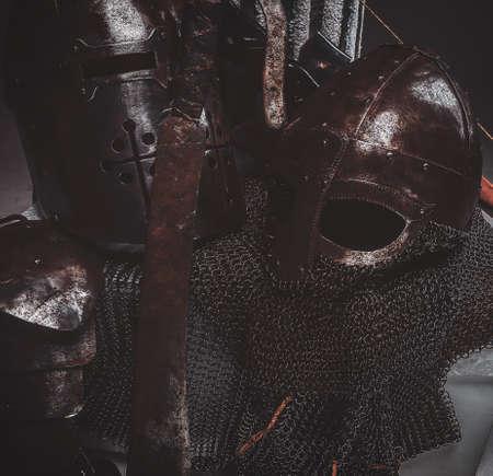 Photo of rusted sword, helmes and chain mail. Studio photo shoot. Stockfoto