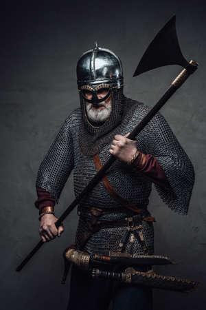 Old man warrior in mail from nord wielding axe Zdjęcie Seryjne
