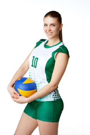 joven y bella jugadora de voleibol. Aislado en blanco en estudio
