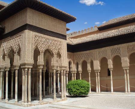 グラナダ: 美しい中世ムーア人の宮殿のアルハンブラ スペインで