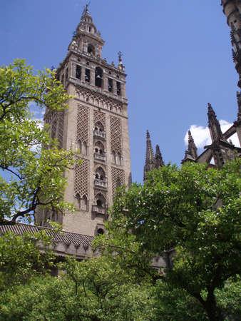 sevilla: Weergave wt een beroemde toren van een machtige dom Girlada in Sevilla, Spanje