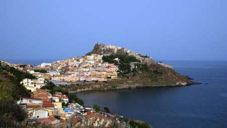 sardaigne: Belle ville m�di�vale Castelsardo sur la Sardaigne (Italie) avec le Ch�teau mighty et maisons traditionnelles  Banque d'images