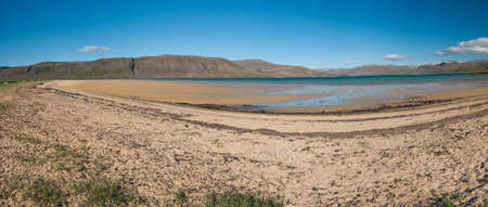 Fiordos Mighty levantar� del mar en la Pen�nsula de Westfjords, noroeste de Islandia photo