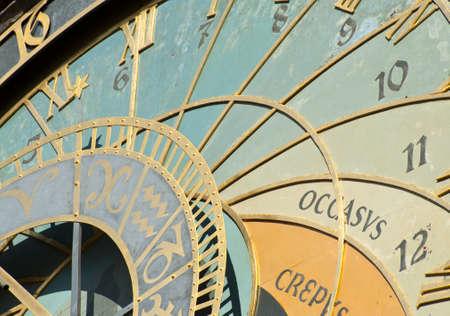 chronology: Detalle del reloj astron?mico de Praga, Rep?blica Checa Foto de archivo