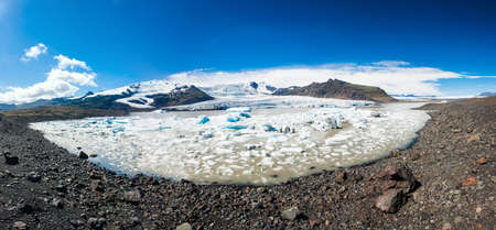 fjallsarlon: Beautiful panoramic photo of Fjallsarlon Glacial lake full of floating icebergs near the Fjallsjokull glacier