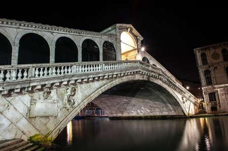 rialto: Ponte di Rialto - famous Rialto bridge in Venice, Italy