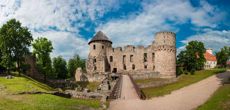 besiege: Ruins of the beautiful castle in town of Cesis was a residence of the Livonian order (teutonic knights) in the middle ages, Latvia. Panorama