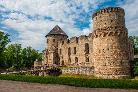 besiege: Ruins of the beautiful castle in town of Cesis was a residence of the Livonian order (teutonic knights) in the middle ages, Latvia
