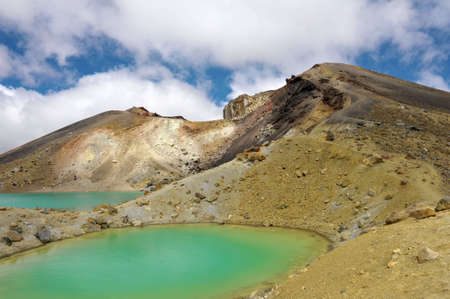 tongariro: Ver en hermosos lagos esmeralda en Tongariro Crossing pista, parque nacional de Tongariro, Nueva Zelanda Foto de archivo