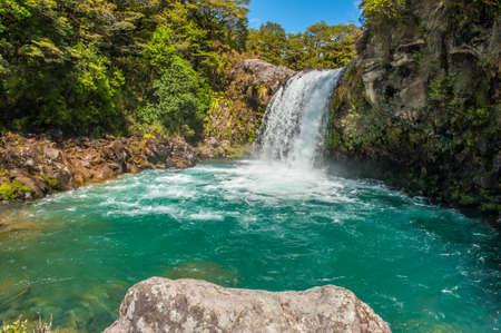 tongariro: Peque�a cascada en el Parque Nacional de Tongariro Crossing, Nueva Zelanda