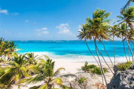 Bottom Bay is een van de mooiste stranden van het Caribische eiland Barbados. Het is een tropisch paradijs met palmen opknoping over turquoise zee
