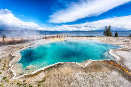 tiefe: Schwarz-Pool, West Thumb Geyser Basin. Yellowstone National Park, Wyoming - USA
